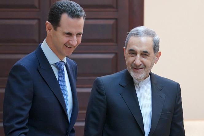 Le président syrien Bachar Al-Assad accueille, à Damas, Ali Akbar Velayati,conseiller du Guide suprême iranien, le 12 avril.