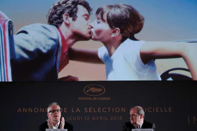 Le délégué général du Festival, Thierry Frémaux (à gauche), et son président, Pierre Lescure, lors de l'annonce de la sélection officielle du 71e Festival de Cannes à Paris, le 12 avril.