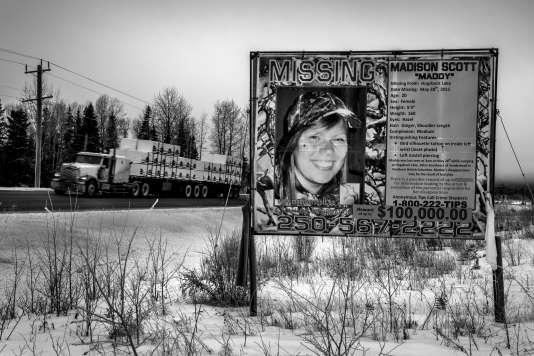 « Portée disparue».Madison Scott, Amérindienne, a disparu à 20 ans, en 2011, sur l'autoroute 16 (Prince George, Colombie-Britanique, Canada).