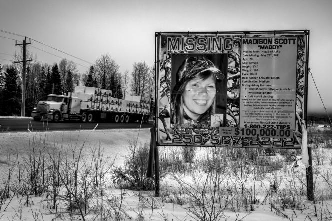 « Portée disparue ». Madison Scott, Amérindienne, a disparu à 20 ans, en 2011, sur l'autoroute 16 (Prince George, Colombie-Britanique, Canada).