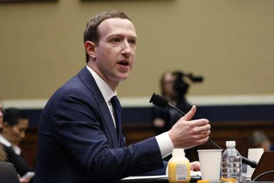 « L'importance d'Internet grandit dans le monde et je pense qu'une certaine forme de régulation est inévitable », a déclaré Mark Zuckerberg.