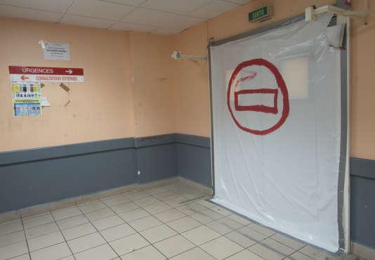 L'accès auservice des urgences non opérationnel du CHU de Pointe-à-Pitre, au mois de mai 2017.