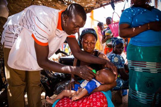 Campagne de traitement préventif du paludisme saisonnier à Ziniare, au Burkina Faso.