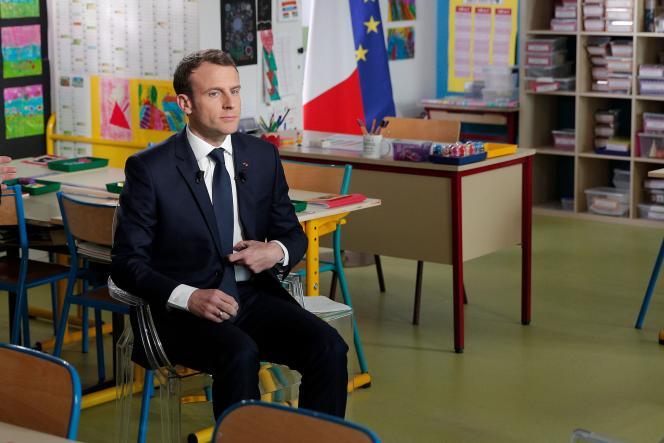 «Emmanuel Macron a-t-il bien mesuré le risque en nous appelant avec une insouciance un peu trop sûre de son fait à nous retremper dans Mai 68 ?» (Emmanuel Macron dans une salle de classe, à Berd'huis, le 12 avril).