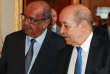 Le ministre algérien des affaires étrangères, Abdelkader Messahel, accueilli au Quai d'Orsay par son homologue français, Jean-Yves Le Drian, à Paris le 9avril 2018.
