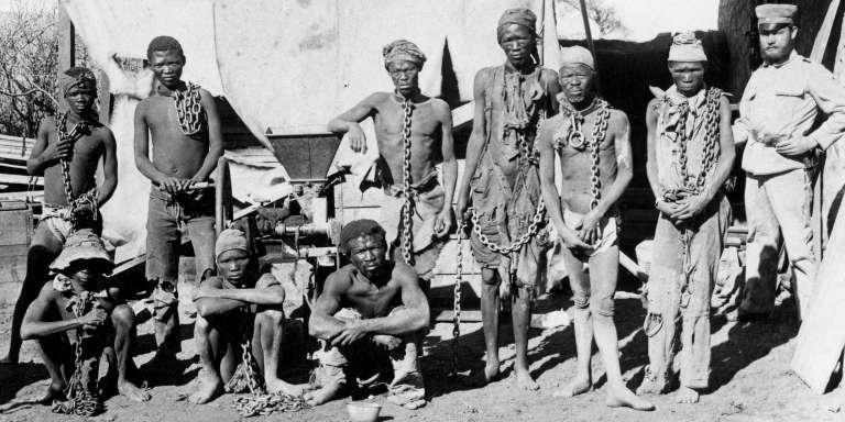 Photographie prise vers 1900 au cours de la guerre allemande de 1904-1908 contre les Herero et les Nama en Namibie.