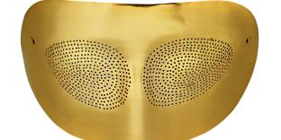 «Optic Topic» (1974) masque loup en or, Man Ray, collection Bernar Venet.