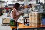 Préparation des colis dans le centre de logistique de Jumia à Lagos (Nigeria).