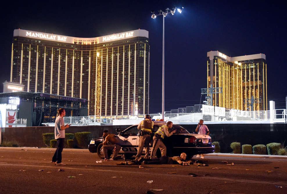 Après qu'un tireur a ouvert le feu sur des spectateurs lors du festival de musique country Route 91 à Las Vegas, Etats-Unis, le 1er octobre 2017.