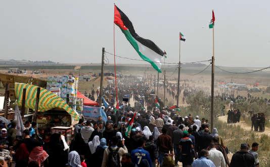 Des milliers de manifestants palestiniens se sont retrouvés vendredi 13 avril à la frontière entre la bande de Gaza et Israël.