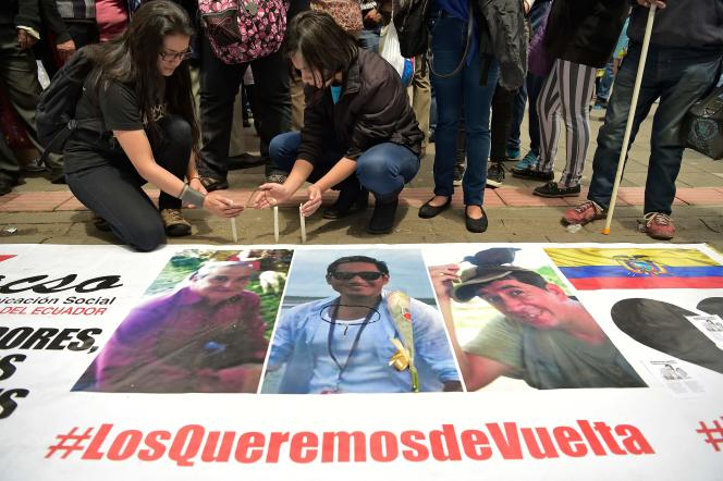 Un rassemblement en hommage àJavier Ortega, Paul Rivas et Efrain Segarra, à Quito, le 13 avril 2018.