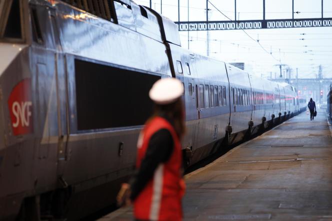 « Vous aurez 100% des trains qui seront disponibles et les billets seront échangeables et remboursables jusqu'au jour du départ», a détaillé Jean-Baptiste Djebbari, le ministre chargé des transports.