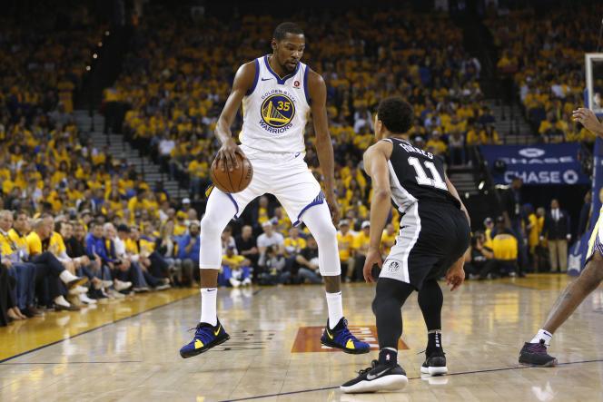 Kevin Durant de Golden State, lors de la victoire des Warriors, contre les Spurs de San Antonio, le 14avril 2018, à Oakland.