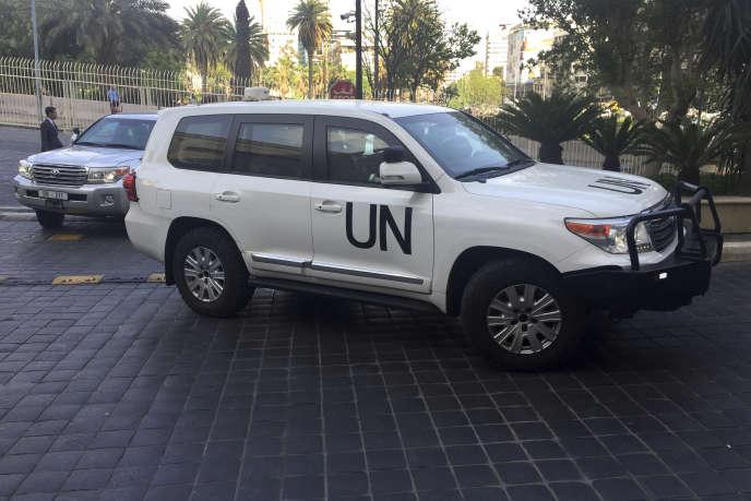 Les voitures des inspecteurs de l'OIAC, le 14 avril à Damas.