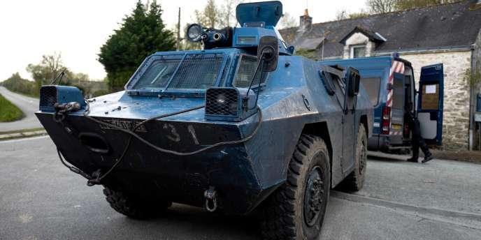 Un blindé de la gendarmerie, vendredi 13 avril, au nord de la ZAD de Notre-Dame-des-Landes.