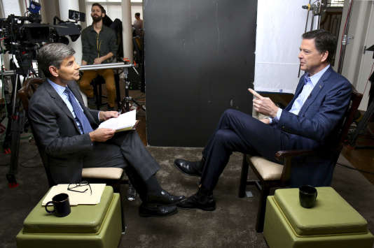 Le journaliste d'ABC News George Stephanopoulos, interviewe James Comey.