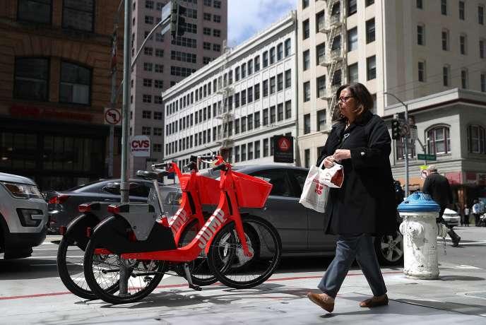 Les vélos en libre service Jump Bikes rachetés par Uber, à San Francisco, le 12 avril.