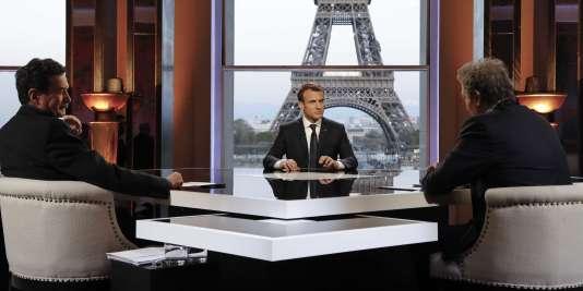 Le président Emmanuel Macron face aux journalistesEdwy Plenel et Jean-Jacques Bourdin auThéâtre national de Chaillot à Paris, dimanche 15 avril.