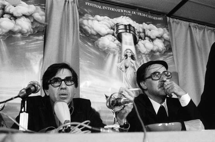 Le réalisateur italien Vittorio Taviani (à droite), avec son frère Paolo, après avoir reçu la Palme d'or à Cannes, en 1977, pour son film «Padre padrone».