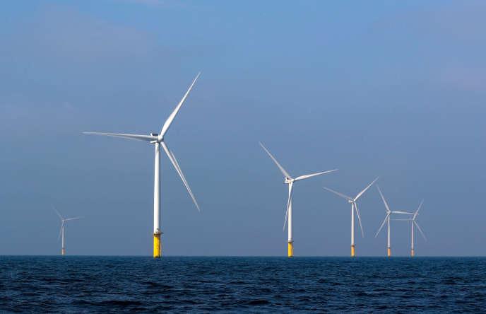 Des éoliennes en mer dans le parc éolien offshore Eneco Luchterduinen près d'Amsterdam, le 26 septembre 2017.