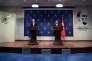 Le secrétaire général de l'OTAN, Jens Stoltenberg, et le ministre des affaires étrangères turc, Mevlüt Çavusoglu, à Ankara, le 16 avril.