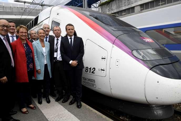 Le président Emmanuel Macron inaugure la nouvelle ligne à grande vitesse entre Paris et Rennes, le 1er juillet 2017.