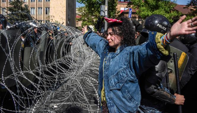 Les manifestants ont fait face à un important dispositif policier à Erevan, lundi 16 et mardi 17 avril.