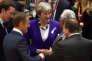 La première ministre britannique Theresa May s'entretient avec son homologue portugais Antonio Costa lors du sommet européen à Bruxelles, le 22 mai2018.