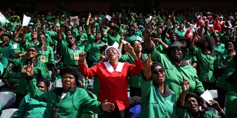 Pendant les funérailles de Winnie Mandela, au stade de Soweto, le 14 avril 2018.