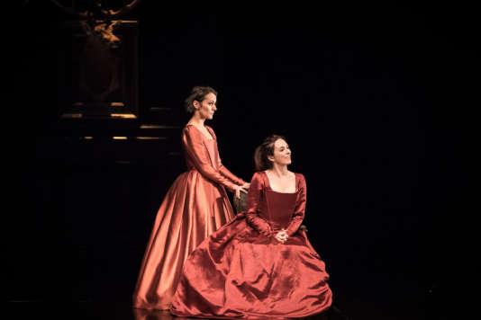 Cécile Garcia Fogel (Rosalinde) etMaud Le Grévellec (Célia) dans«Comme il vous plaira», de Shakespeare, mis en scène parChristophe Rauck.