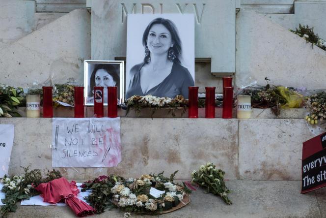 Sur la place du palais de justice de La Valette, un mémorial temporaire érigé en hommage à Daphne Caruana Galizia, journaliste d'investigation maltaise assassinée près de chez elle le 16 octobre 2017.