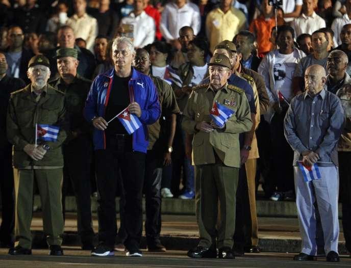 Miguel Diaz-Canel (deuxième en partant de la gauche) et le président Raul Castro (troisième), à La Havane, le 27 janvier.