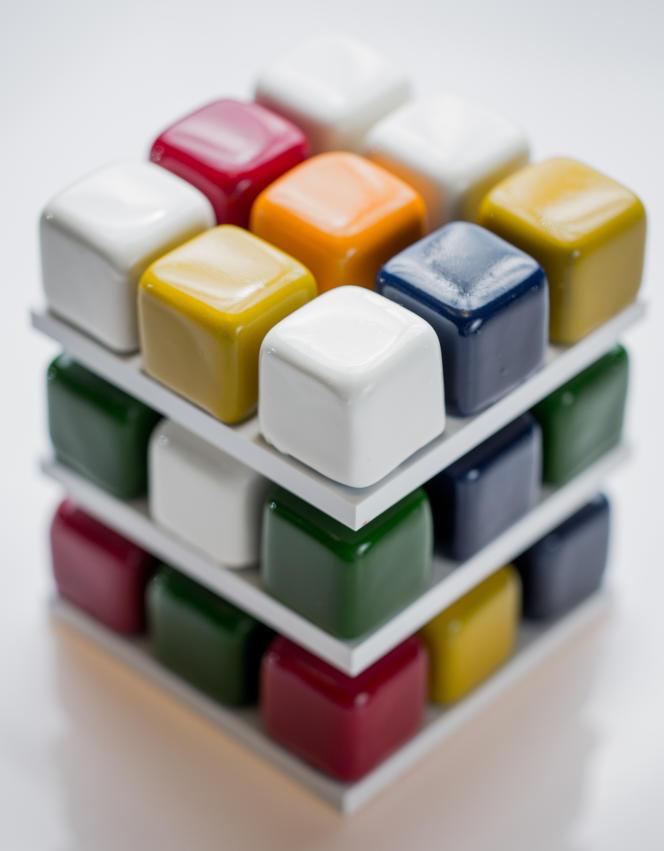 Le Rubik's Cake, un délice pour six personnes composé de pamplemousse, coco, pomme, chocolat et citron. A l'intérieur de chaque cube, on trouve un biscuit mou type «cake» et, au centre, soit un praliné, soit une marmelade de fruits.