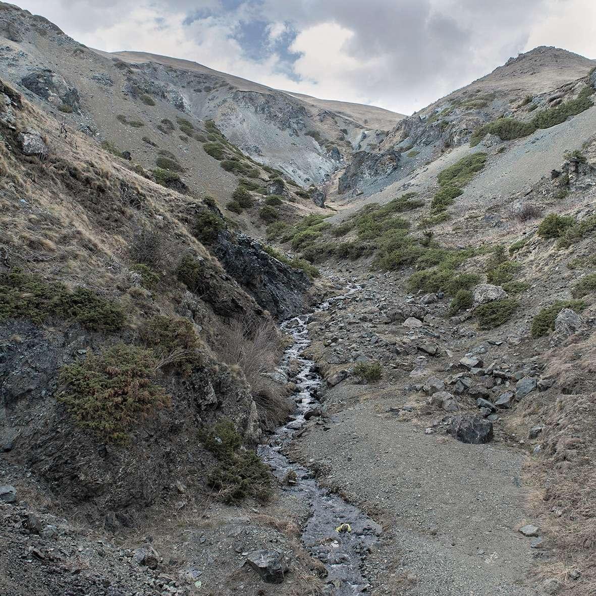 Vue de la frontière entre l'Arménie et le Haut-Karabakh.