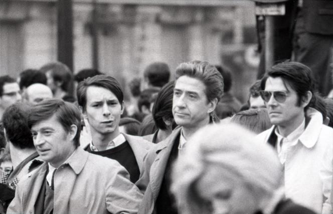 Mai 68, par Chris Marker. Avec Jacques Doniol-Valcroze (à gauche au premier plan), Alain Resnais et Jean-Pierre Mocky (au centre et à droite au second plan).