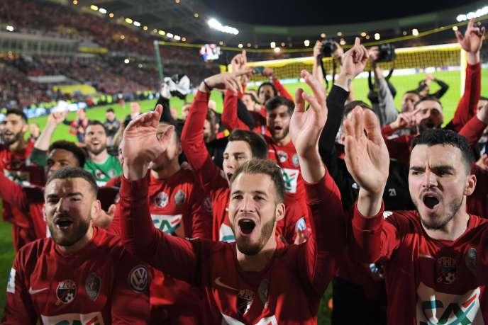 Les joueurs des Herbier célèbrent leur victoire en demi-finales de Coupe de France, le 17avril.