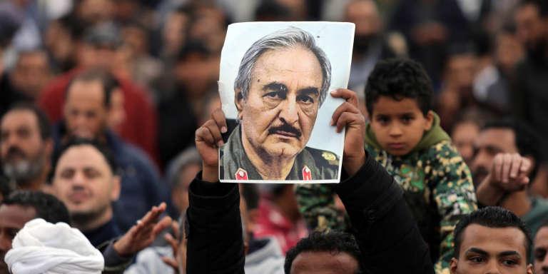Lors d'une manifestation de partisans de Khalifa Haftar, à Benghazi, en Libye, le 17décembre 2017.