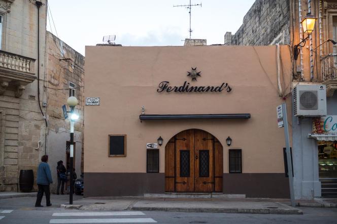 Le bar Ferdinand's, dans le village de Siggiewi, à Malte, où aurait été aperçu le ministre de l'économie maltais, Chris Cardona.