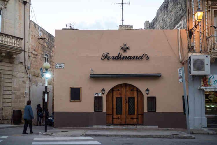 Vue du bar Ferdinand's, dans le village maltais de Siggiewi à, où aurait été aperçu le ministre de l'économie maltais, Chris Cardona, en compagnie de George di Giorgio, un malfrat notoire père de deux des trois prévenus dans l'affaire de l'assassinat de la journaliste Daphné Caruana Galizia.