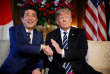 Le premier ministre japonais, Shinzo Abe, et le président des Etats-Unis, Donald Trump, à Palm Beach (Floride), le 17 avril.