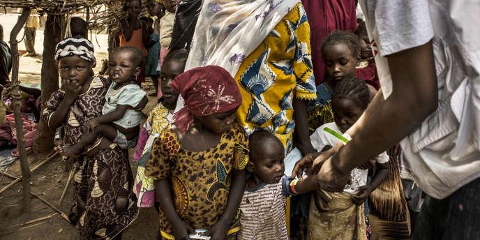 Une équipe de Médecins sans frontières intervient dans le village de Tounfafi, au Niger, où l'ONG expérimente la chimioprévention du paludisme saisonnier.