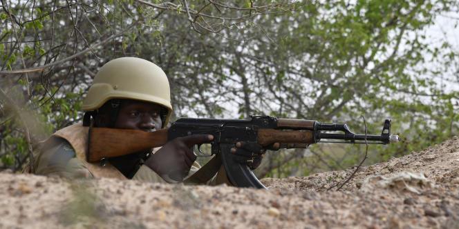 Un soldat burkinabé à l'entraînement, près de Ouagadougou, en avril 2018.
