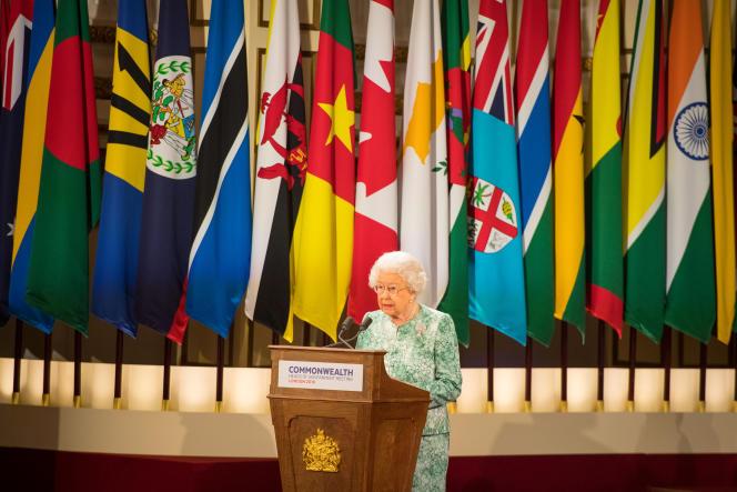 La reine Elizabeth II ouvre le sommet des chefs d'Etat du Commonwealth, à Londres le 19 avril.