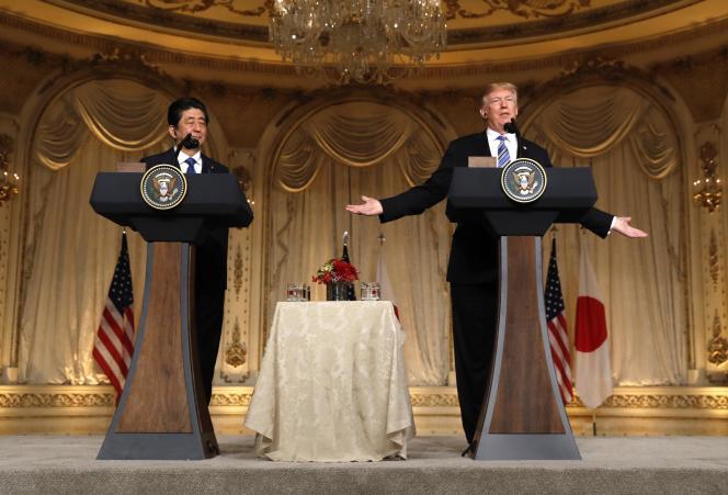 Le président américain Donald Trump, lors d'une conférence de presse avec le premier ministre japonaisShinzo Abe, dans la propriété de Mar-a-Lago, à Palm Beach, en Floride, le 18 avril.