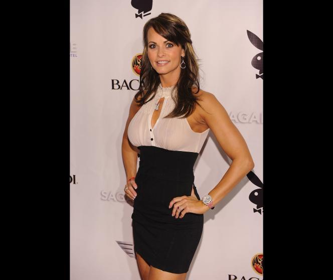 Dans cette photo prise le 5 février 2010, Karen McDougal assiste à une soirée de Playboy au Sagamore Hotel de Miami Beach, en Floride.