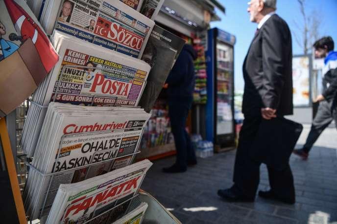Un exemplaire du quotidien d'opposition turc« Cumhuriyet ».