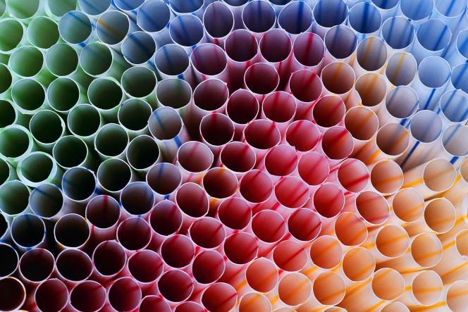 Chaque année, près de 8,5milliards de pailles en plastique sont jetées au Royaume-Uni.