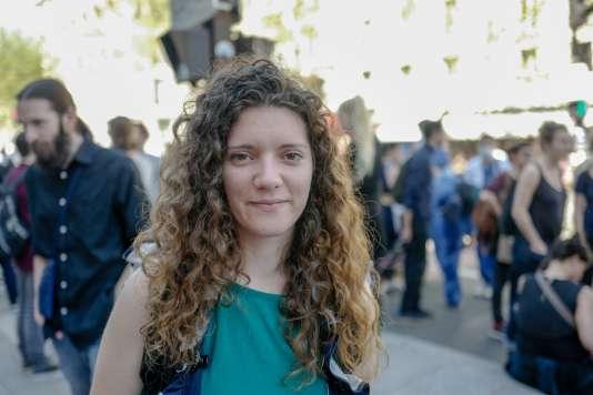 Camille Bernard, enseignante en collège à Thiais (Val-de-Marne) : « La baisse des moyens et la casse des statuts, ça concerne tout le monde ».