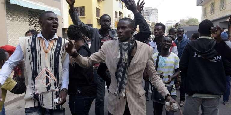 Des Sénégalais manifestent contre la révision du code électoral, à Dakar, le 19avril 2018.