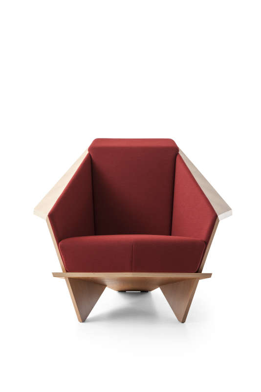 Tel un origami de bois, le fauteuil Taliesin 1 de l'architecte américain Frank Lloyd Wright (1867-1959), réédité par Cassina en 2018 (ici, dans sa version édition limitée).
